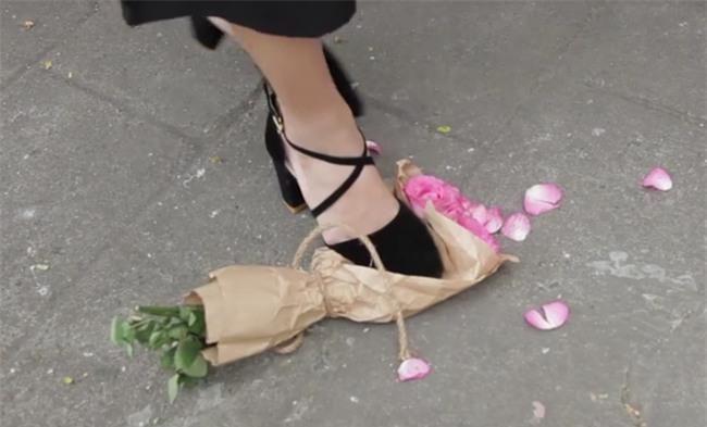 Nhiều cô gái sẵn sàng giẫm nát bó hoa bạn trai vừa tặng để đổi lấy ngọc trai - Ảnh 3.