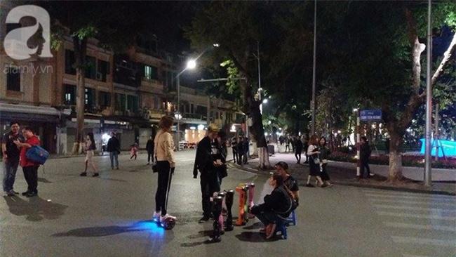 Hà Nội: Bé trai 8 tuổi gãy tay khi chơi xe điện tự cân bằng ở phố đi bộ - Ảnh 4.
