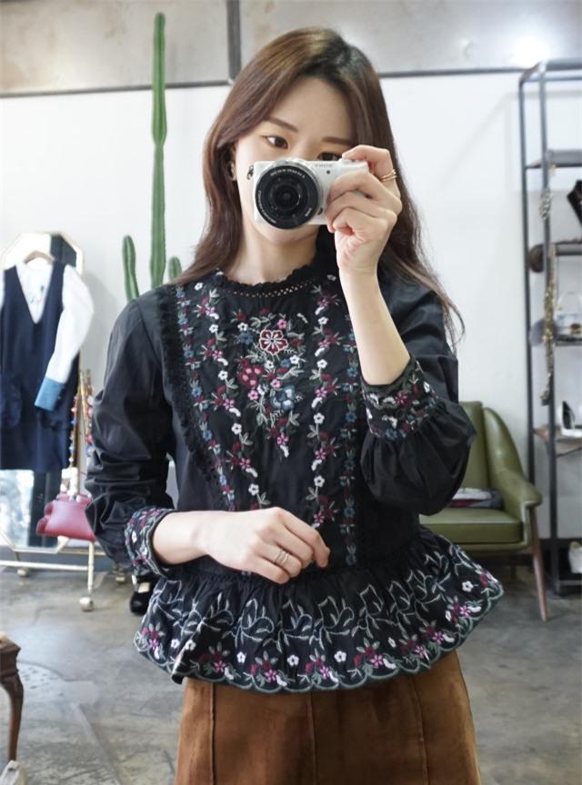Váy áo họa tiết thêu: Đâu mới là kiểu dáng đáng sắm nhất cho Xuân/Hè 2017 này - Ảnh 1.