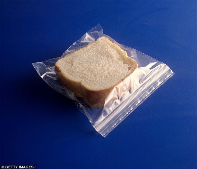 Ăn nhiều kẹo cao su, bánh mì làm tăng nguy cơ mắc bệnh truyền nhiễm - Ảnh 2.
