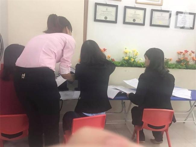 Vụ giáo viên bị tố dội nước lên đầu học sinh: Nhà trường nói phụ huynh gây sức ép, cảm tính - Ảnh 1.