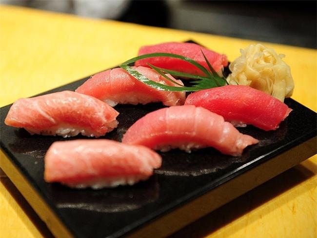 Tin sốc: 1/5 số hải sản trong sushi trên thế giới không phải là hàng thật - Ảnh 1.
