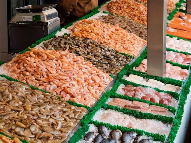 Tin sốc: 1/5 số hải sản trong sushi trên thế giới không phải là hàng thật - Ảnh 2.