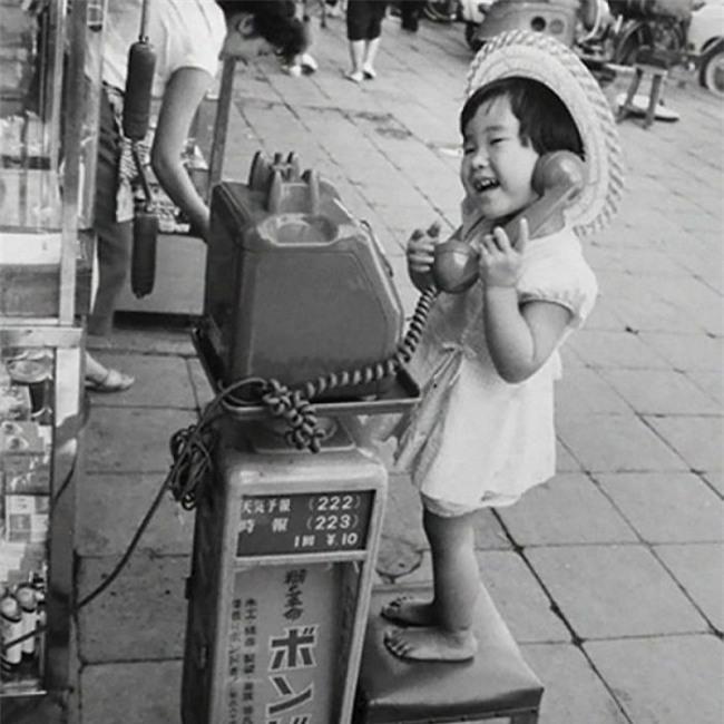 Nhìn loạt ảnh này để thấy trẻ con thời công nghệ bây giờ khác xa quá - Ảnh 9.