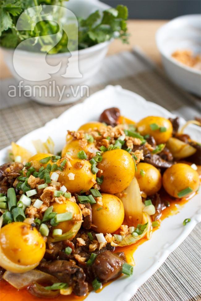 Chảy nước miếng với món ăn vặt hot nhất Sài Gòn: Trứng non cháy tỏi - Ảnh 10.