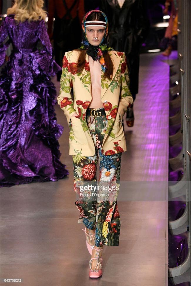 HOT: Hồ Ngọc Hà diện set đồ hàng trăm triệu, dự show Gucci đang khiến dân tình điên đảo vì quá đỉnh - Ảnh 16.