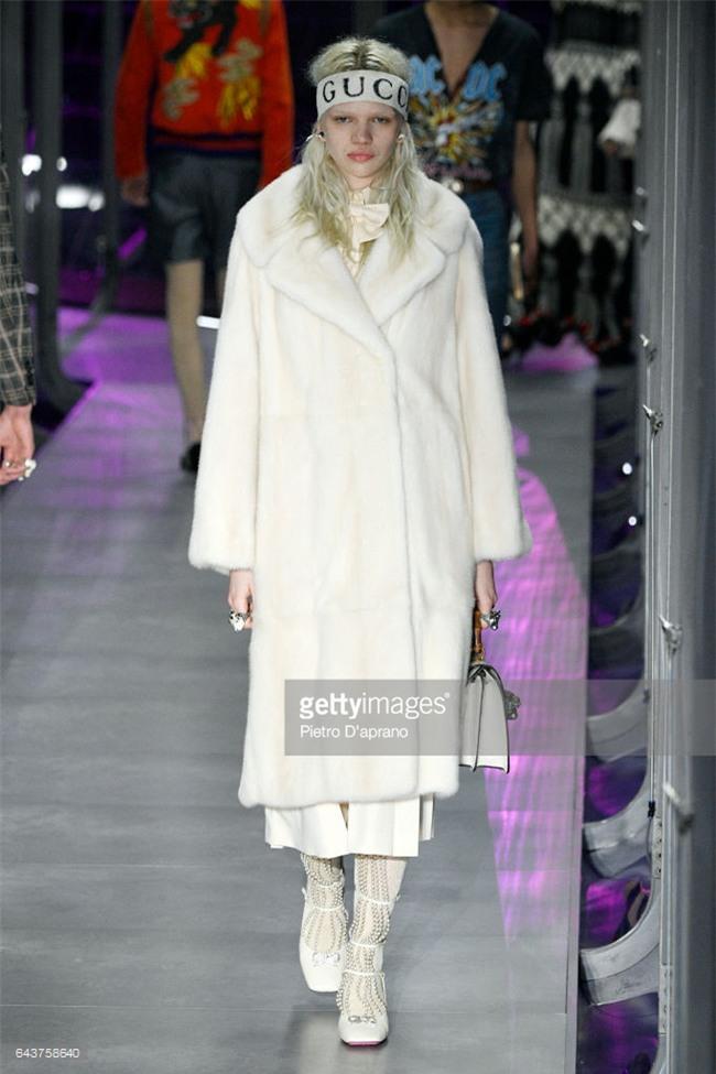 HOT: Hồ Ngọc Hà diện set đồ hàng trăm triệu, dự show Gucci đang khiến dân tình điên đảo vì quá đỉnh - Ảnh 21.