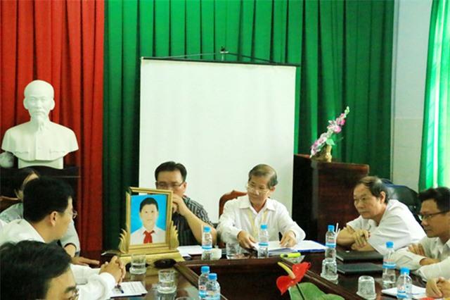 Buổi họp công bố kết luận của Hội đồng chuyên môn, kỷ luật bác sĩ vi phạm quy định chuyên môn của ngành y tế của Trung tâm Y tế huyện Phú Giáo. Theo đó, bác sĩ Nguyễn Giang Nam chỉ nhận hình thức cảnh cáo, chuyển công tác khác.