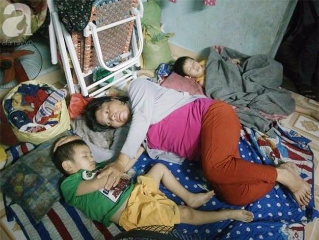 Mẹ bán vé số òa khóc khi tìm thấy con trai 3 tuổi thất lạc sau nhiều giờ đồng hồ trong đêm - Ảnh 4.