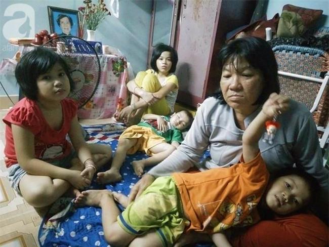 Mẹ bán vé số òa khóc khi tìm thấy con trai 3 tuổi thất lạc sau nhiều giờ đồng hồ trong đêm - Ảnh 6.
