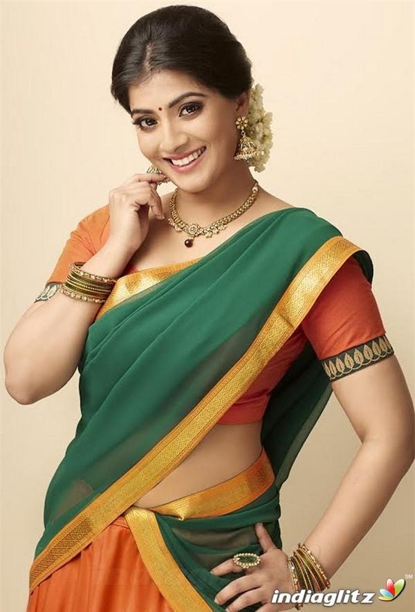 Đã có nhiều nữ diễn viên xinh đẹp ở Ấn Độ từng bị quấy rối tình dục - Ảnh 2.