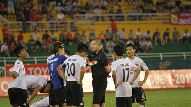 Ông Nguyễn Minh Ngọc gần như bất độn sau sự cố ở sân Thống Nhất
