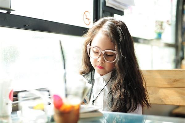 Gặp gỡ mẫu nhí Hà Thành sở hữu gương mặt xinh như Kim Tae Hee - Ảnh 3.