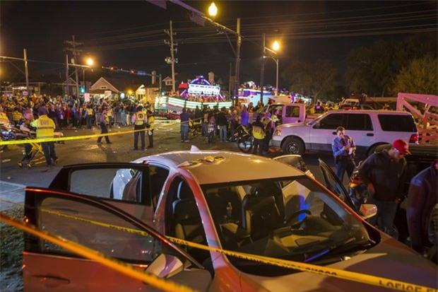 Xe tải lao vào đám đông ở New Orleans, hàng chục người bị thương nặng - Ảnh 1.