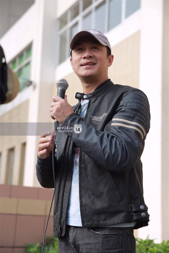 Một lần nữa, MC Anh Tuấn lại chạy chiếc xe của Trần Lập, mời anh về cùng anh em trong liveshow ý nghĩa - Ảnh 1.