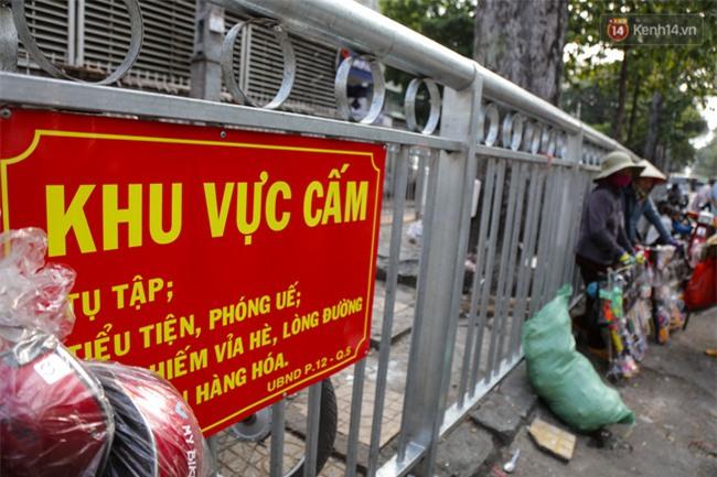 Chóng mặt vì đi bộ trên vỉa hè bị rào chắn như mê cung ở bệnh viện Chợ Rẫy Sài Gòn - Ảnh 10.