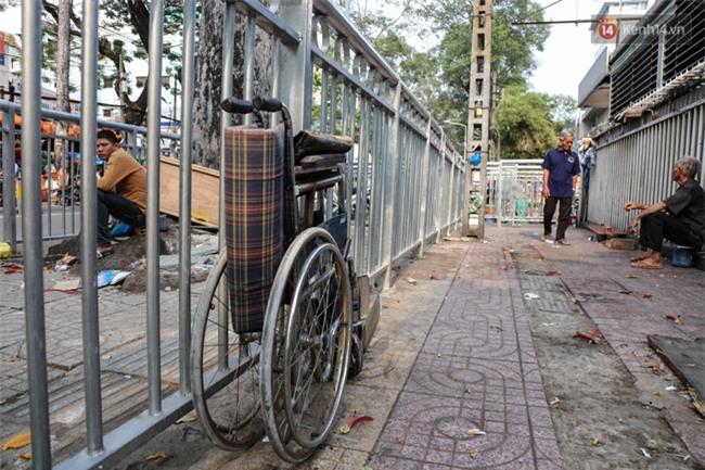 Chóng mặt vì đi bộ trên vỉa hè bị rào chắn như mê cung ở bệnh viện Chợ Rẫy Sài Gòn - Ảnh 14.