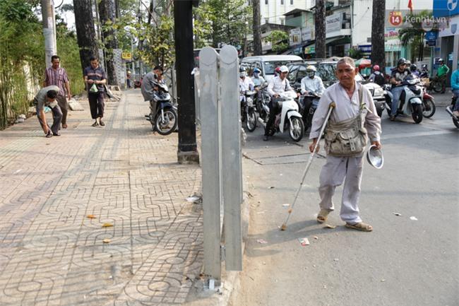 Chóng mặt vì đi bộ trên vỉa hè bị rào chắn như mê cung ở bệnh viện Chợ Rẫy Sài Gòn - Ảnh 15.