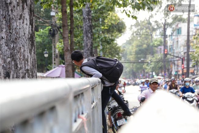 Chóng mặt vì đi bộ trên vỉa hè bị rào chắn như mê cung ở bệnh viện Chợ Rẫy Sài Gòn - Ảnh 16.