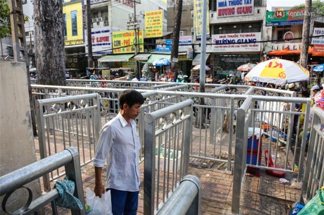 Chóng mặt vì đi bộ trên vỉa hè bị rào chắn như mê cung ở bệnh viện Chợ Rẫy Sài Gòn - Ảnh 5.