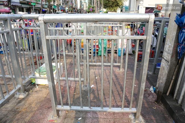 Chóng mặt vì đi bộ trên vỉa hè bị rào chắn như mê cung ở bệnh viện Chợ Rẫy Sài Gòn - Ảnh 7.