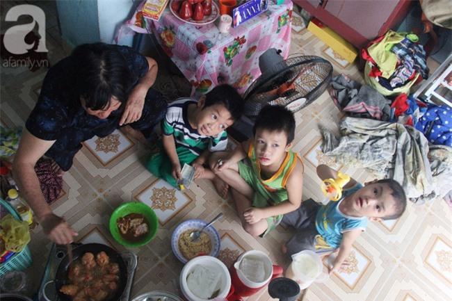 Người mẹ bán vé số vừa thất lạc đứa con út 3 tuổi ở Sài Gòn có tới 11 đứa con - Ảnh 1.