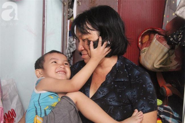 Người mẹ bán vé số vừa thất lạc đứa con út 3 tuổi ở Sài Gòn có tới 11 đứa con - Ảnh 10.