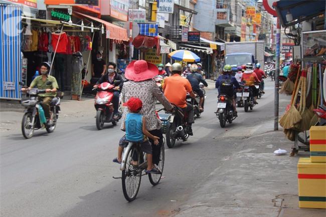 Người mẹ bán vé số vừa thất lạc đứa con út 3 tuổi ở Sài Gòn có tới 11 đứa con - Ảnh 14.