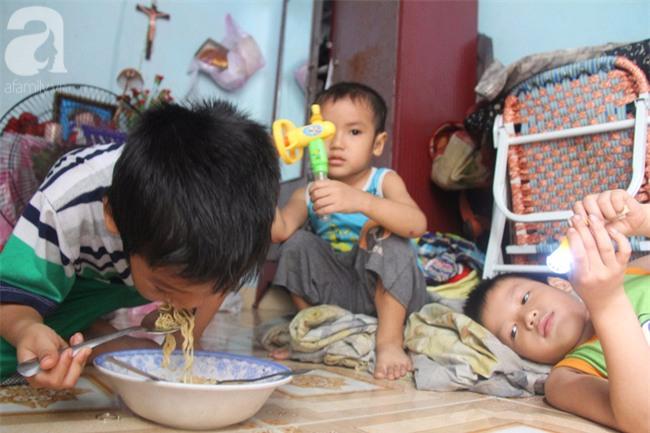 Người mẹ bán vé số vừa thất lạc đứa con út 3 tuổi ở Sài Gòn có tới 11 đứa con - Ảnh 15.