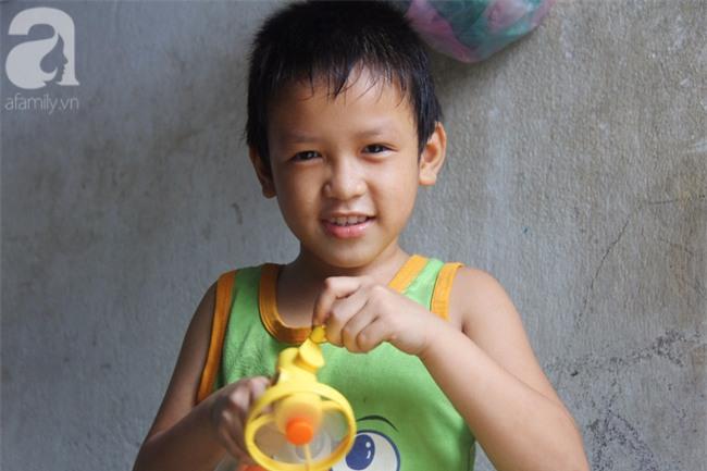 Người mẹ bán vé số vừa thất lạc đứa con út 3 tuổi ở Sài Gòn có tới 11 đứa con - Ảnh 17.