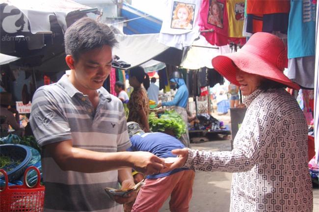 Người mẹ bán vé số vừa thất lạc đứa con út 3 tuổi ở Sài Gòn có tới 11 đứa con - Ảnh 2.
