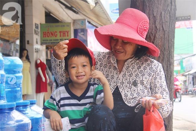 Người mẹ bán vé số vừa thất lạc đứa con út 3 tuổi ở Sài Gòn có tới 11 đứa con - Ảnh 20.
