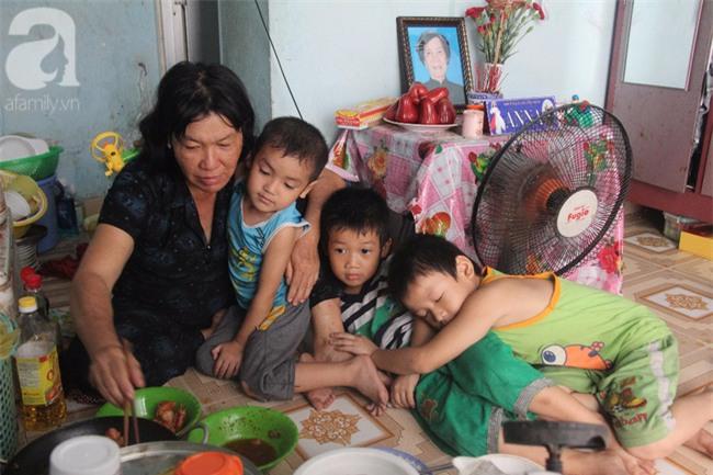 Người mẹ bán vé số vừa thất lạc đứa con út 3 tuổi ở Sài Gòn có tới 11 đứa con - Ảnh 5.