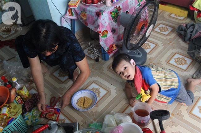 Người mẹ bán vé số vừa thất lạc đứa con út 3 tuổi ở Sài Gòn có tới 11 đứa con - Ảnh 6.