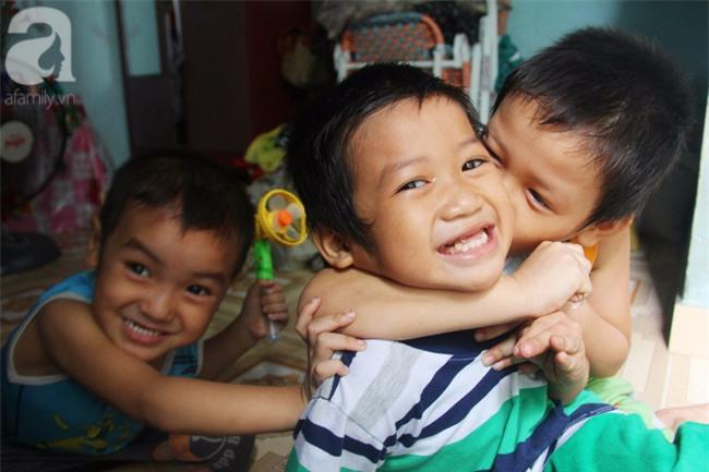 Người mẹ bán vé số vừa thất lạc đứa con út 3 tuổi ở Sài Gòn có tới 11 đứa con - Ảnh 7.