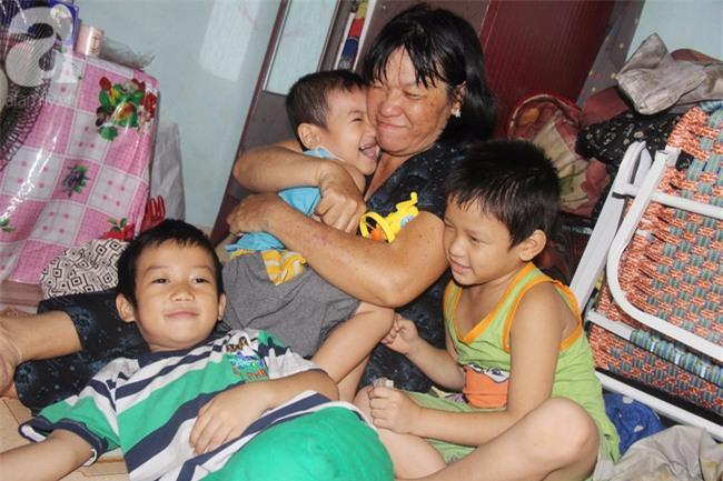 Người mẹ bán vé số vừa thất lạc đứa con út 3 tuổi ở Sài Gòn có tới 11 đứa con - Ảnh 9.