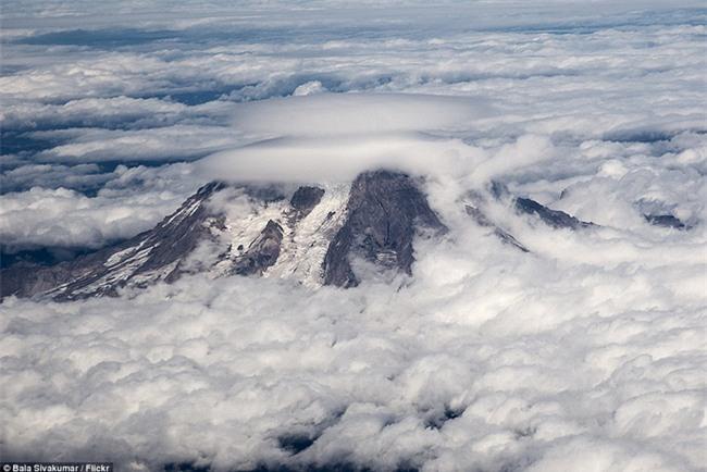 Ngây ngất với những chiếc đĩa bay được tạo thành từ mây - Ảnh 10.