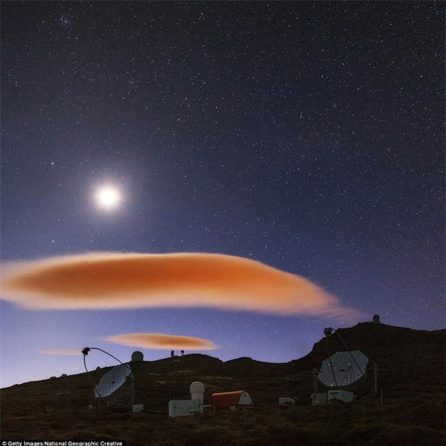Ngây ngất với những chiếc đĩa bay được tạo thành từ mây - Ảnh 14.