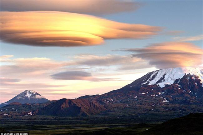 Ngây ngất với những chiếc đĩa bay được tạo thành từ mây - Ảnh 8.