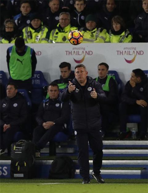 HLV tạm quyền Craig Shakespeare thay Ranieri dẫn dắt Leicester ở trận gặp Liverpool