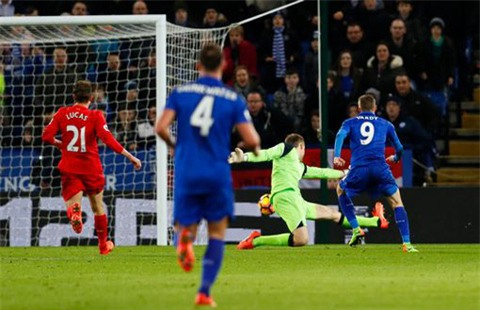 Vardy mở tỉ số cho Leicester