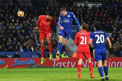 Cú đánh đầu của Vardy nâng tỉ số lên 3-0 cho Leicester