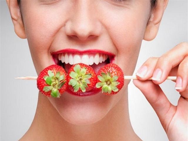4 phương pháp giúp răng trắng lên trông thấy chỉ trong 7 ngày mà không cần gặp bác sĩ - Ảnh 2.