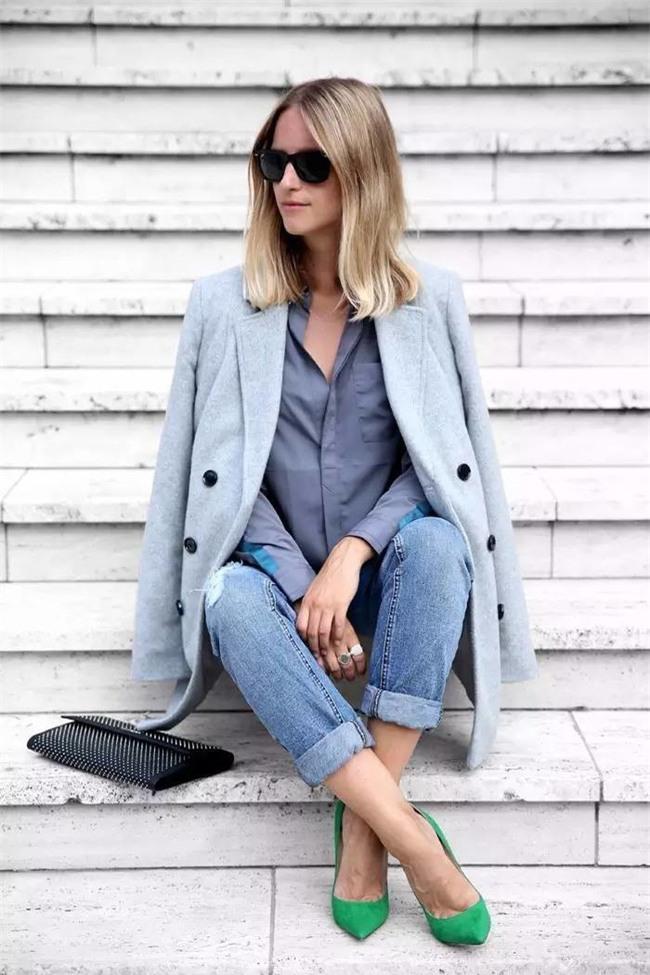 Đổi gió cho trang phục công sở hàng ngày với cặp đôi trời sinh: Quần jeans và áo blazers - Ảnh 13.