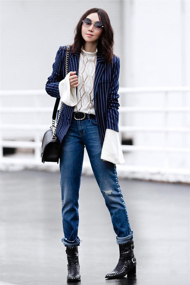 Đổi gió cho trang phục công sở hàng ngày với cặp đôi trời sinh: Quần jeans và áo blazers - Ảnh 14.