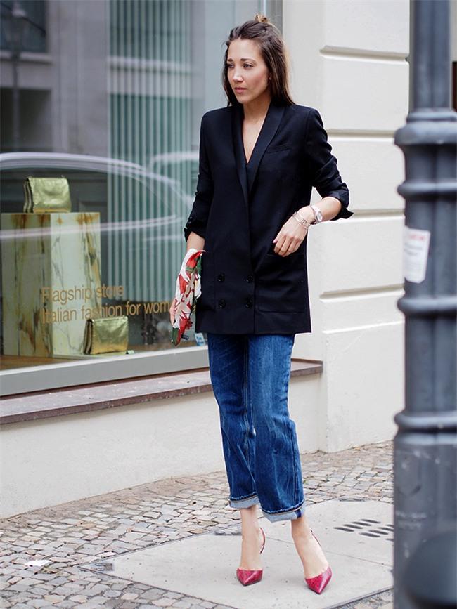 Đổi gió cho trang phục công sở hàng ngày với cặp đôi trời sinh: Quần jeans và áo blazers - Ảnh 16.