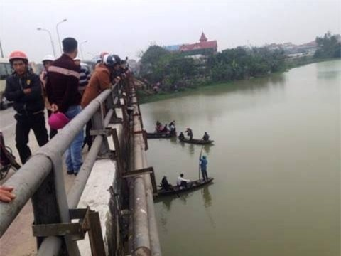 ha tinh: nam sinh lop 11 tren duong di hoc bat ngo nhay cau tu tu - 1