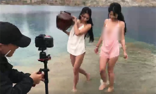 Hai cô gái chụp ảnh gợi cảm ở Tuyệt tình cốc Hải Phòng gây tranh cãi trên MXH - Ảnh 2.