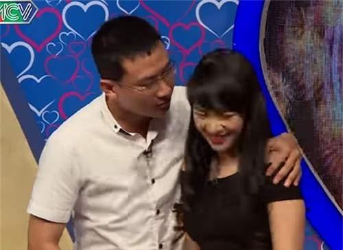 """chang thuy thu doi cuong hon ngay khi duoc mai moi co gai xinh dep o """"ban muon hen ho"""" - 14"""
