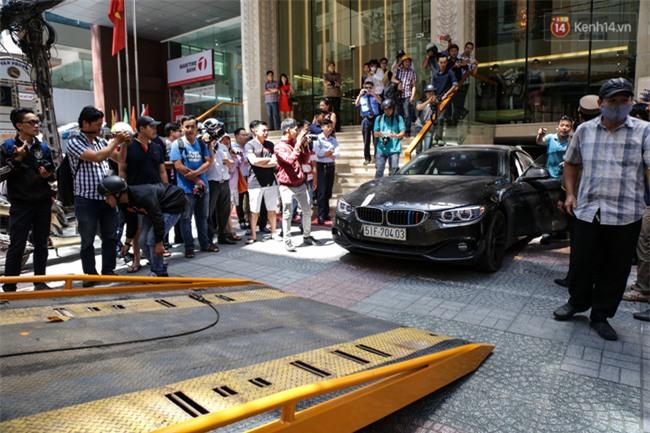 Ô tô Audi của hoa hậu Thu Hoài bị niêm phong đưa về phường do lấn chiếm vỉa hè Sài Gòn - Ảnh 5.
